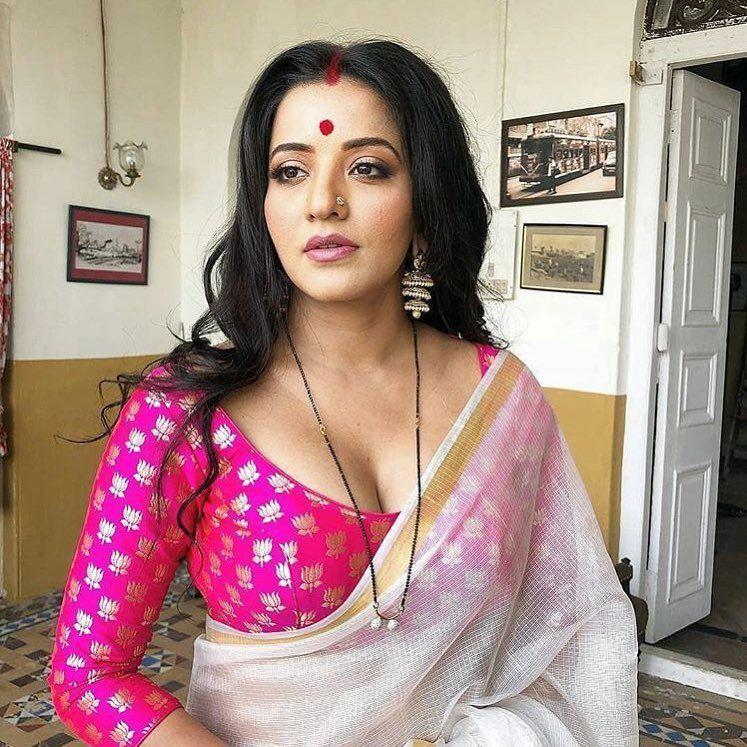 Hottest Pictures of Bhojpuri Bombshell Monalisa