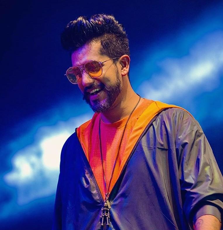 Suyyash Rai celebrates one million Instagram family