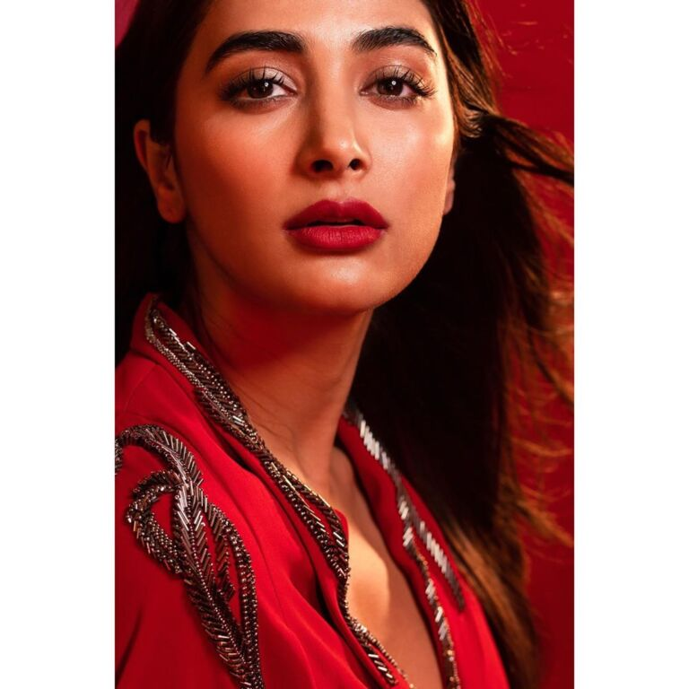 Housefull 4 star Pooja Hegde In Her Best Promotional Looks, Check them out