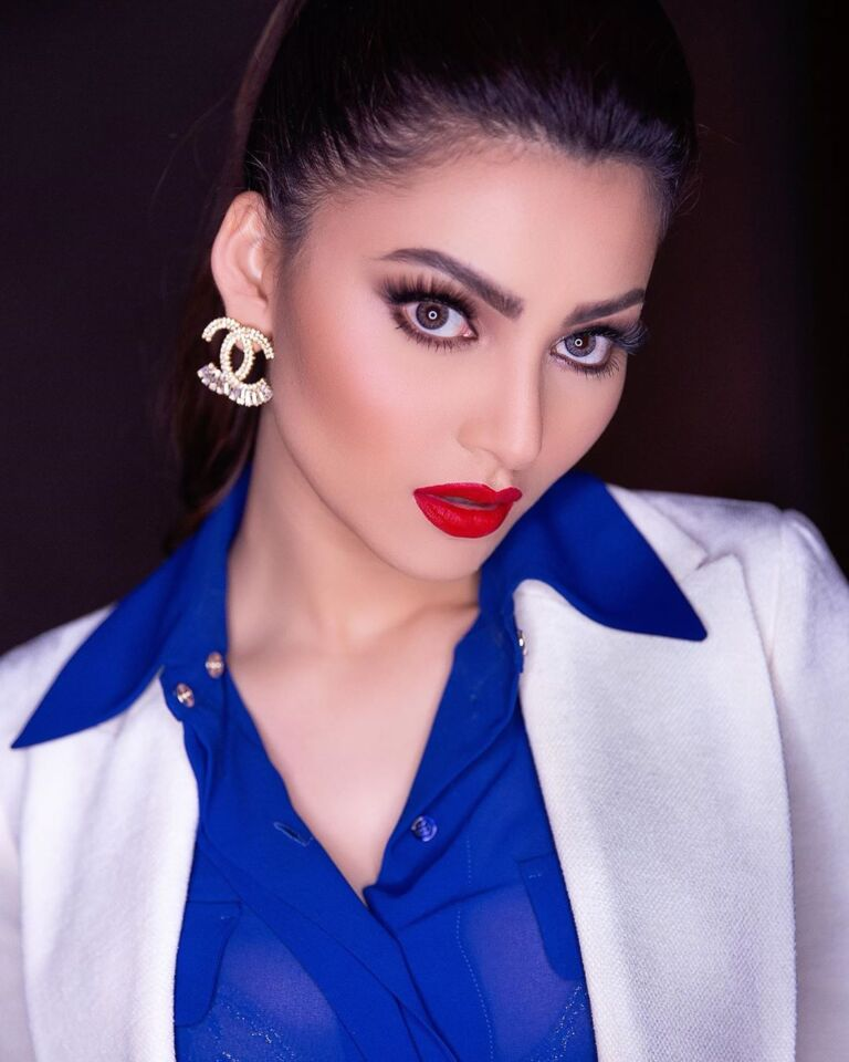Urvashi Rautela Must Watch Gorgeous Photoshoots