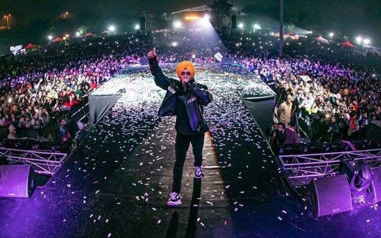 Diljit Dosanjh's Bhangra Grooves Wins The Hearts Of Delhi; Watch Recent VIDEOS From His Delhi Concert
