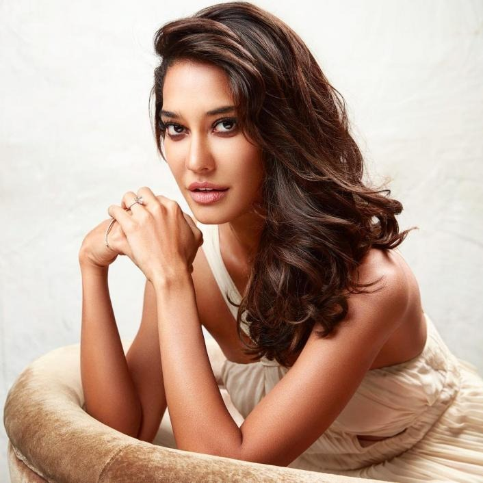 Lisa Haydon: One Of The Hottest Mum In Bollywood