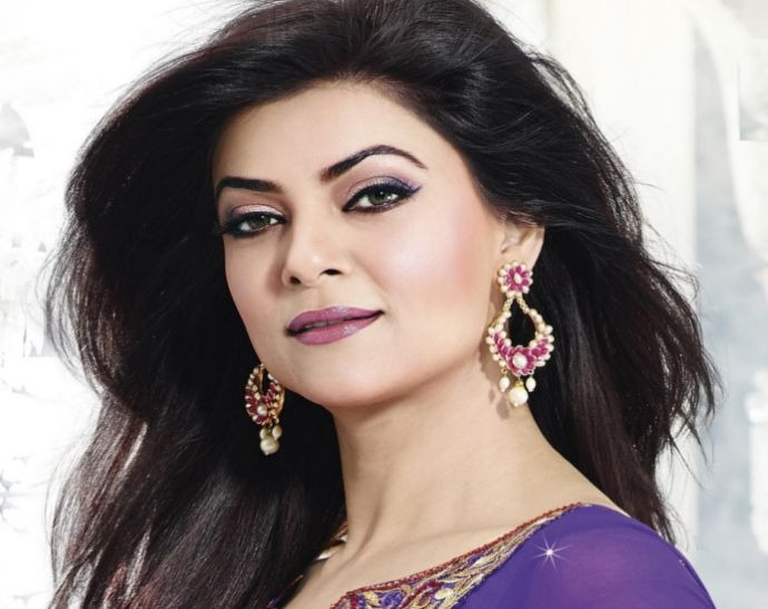 Sushmita Sen Dancing on Song 'Aankh Mare: Watch Video