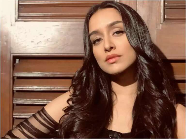 Shraddha Kapoor Eating Vada Pav: Checkout The Video