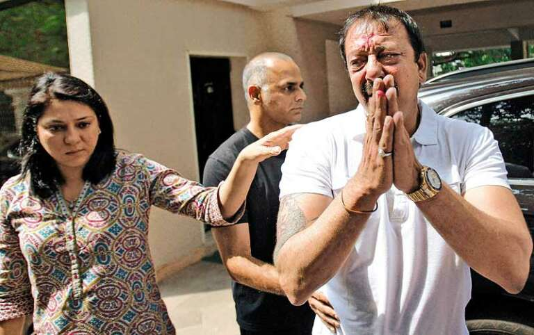 Shocking! Sanjay Dutt Is Suffering From Third Stage Lung Cancer