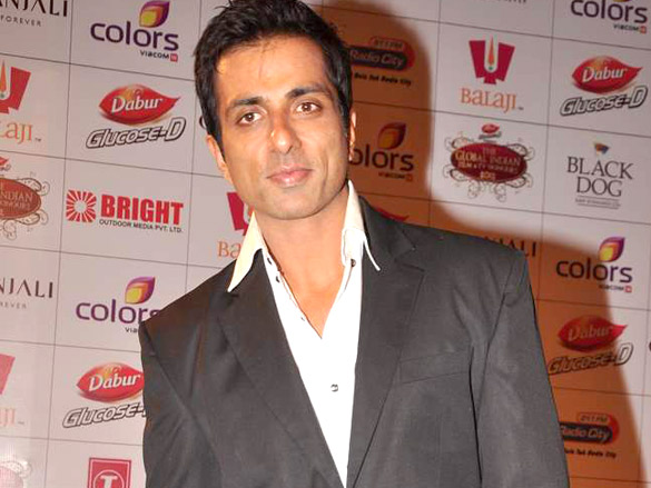 Sonu Sood Provided Smartphones To Students For Online Education