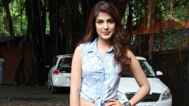Rhea Chakraborty Taught Yoga To Other Women Prisoners In Jail