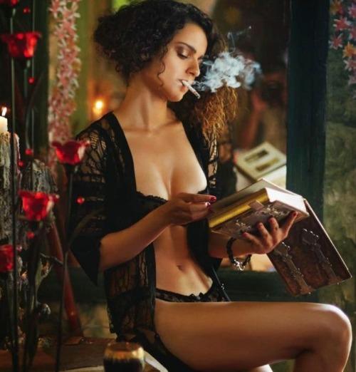 Bollywood Actresses Who Smoke