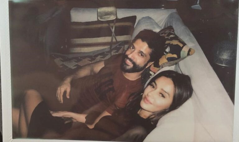 Shibani Dandekar And Farhan Akhtar Are Breaking The Internet With These Cosy Pictures: Have A Look