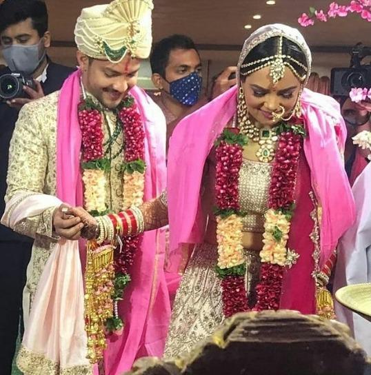 Aditya Narayan's Wedding: Checkout The Wedding Card, Photos, And High-profile Guest List