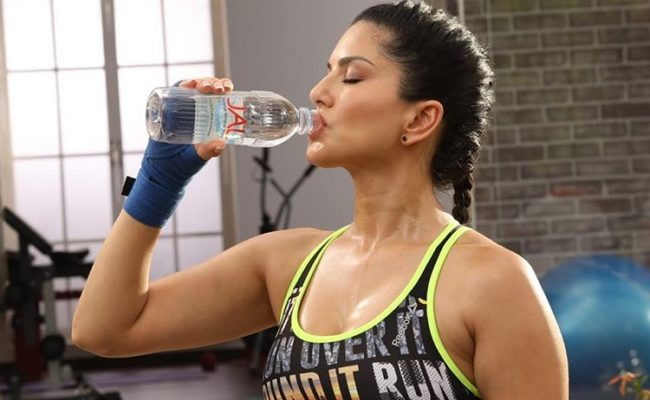 Fitness Freak Sunny Leone Sweats Heavily In GYM, Video Went Viral